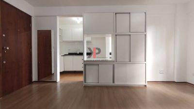 Sala e ao fundo a cozinha